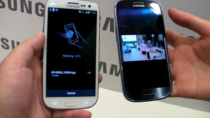 Samsung s beam lo scambio nfc e wi fi direct in un video for Samsung beam tv