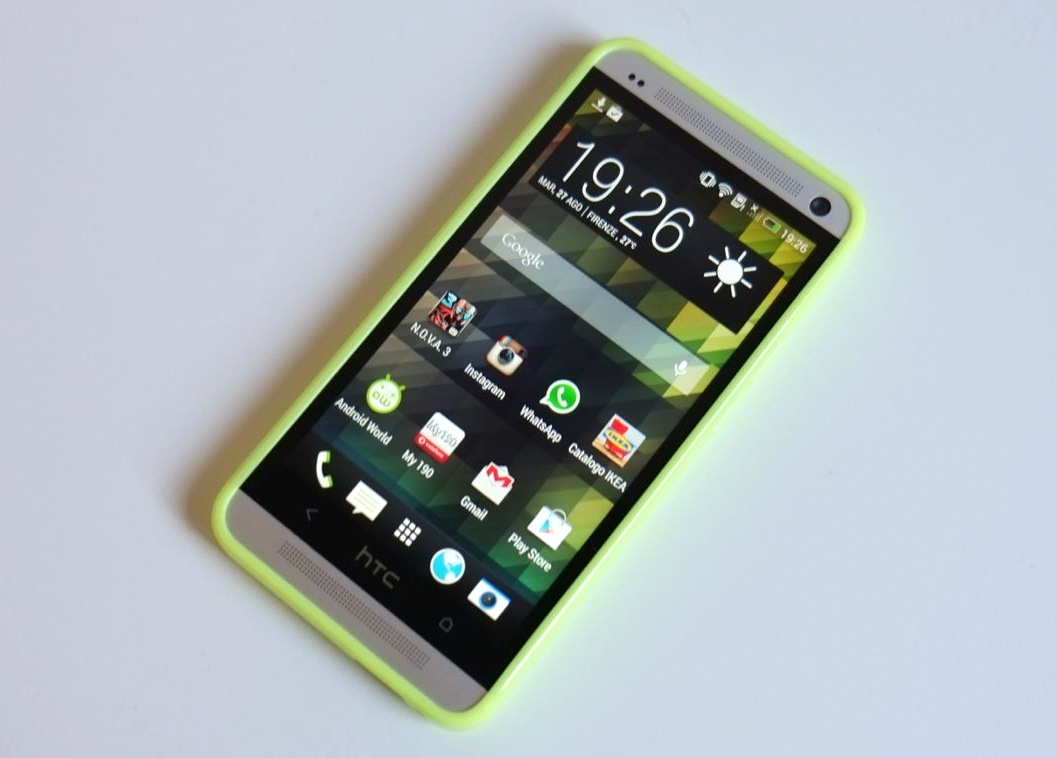 cover fluo e flag per htc one di puro. Black Bedroom Furniture Sets. Home Design Ideas